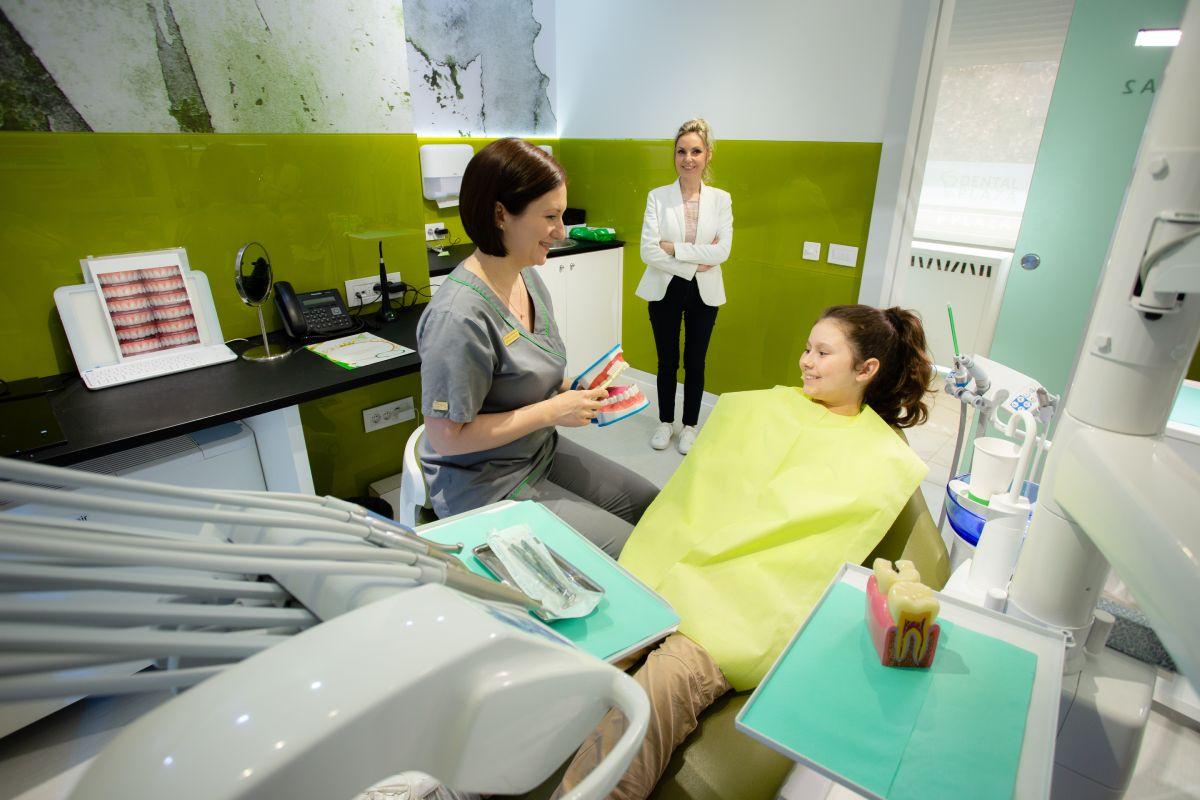 dete u stomatoloskoj stolici