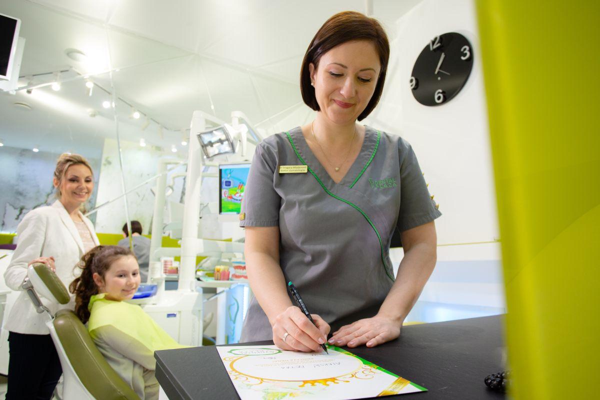 dete i stomatoloski radnik u ordinaciji
