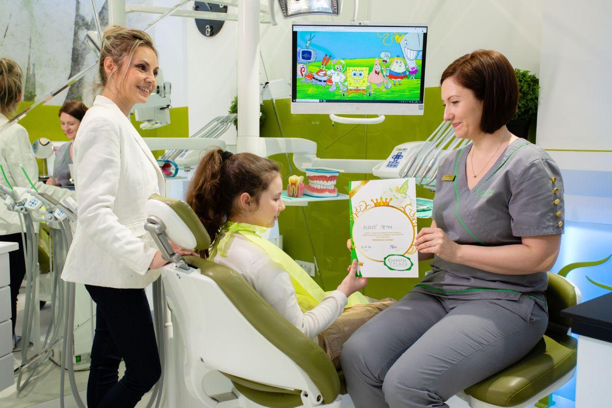 stomatoloski radnici i dete u ordinaciji