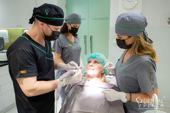 ljudi u stomatoloskoj ordinaciji