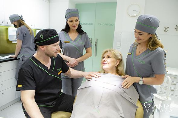 stomatoloski radnici i pacijent u ordinaciji