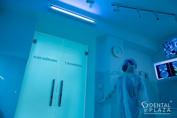stomatolog u hirurskoj sali