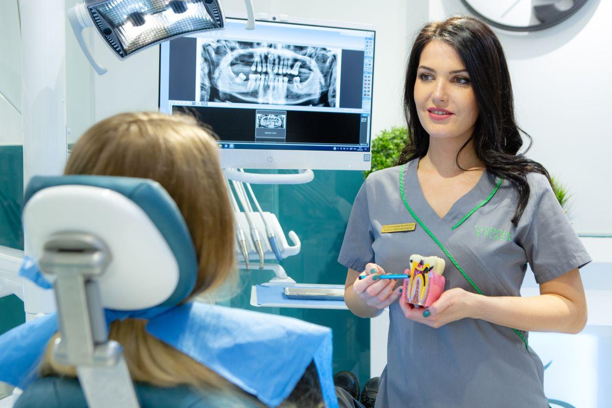 stomatoloski radnik i pacijent u ordinaciji